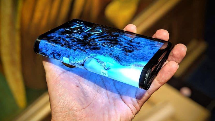 Lancement du 1er smartphone pliable royole