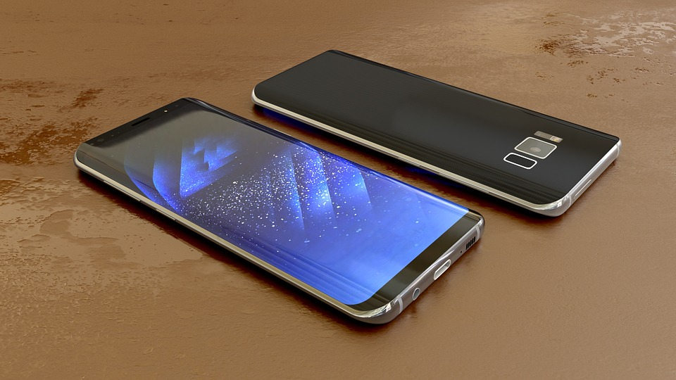 Smartphone pliable Samsung vs smartphone pliable Huawei