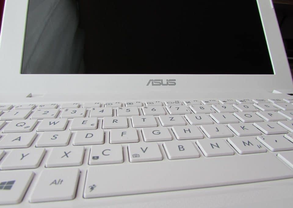 Que vaut l'Asus R702UA-BX599T?