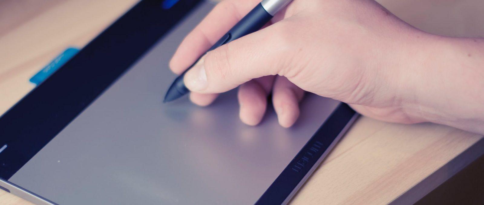 Huion GT220 : cette tablette est-elle vraiment accessible?