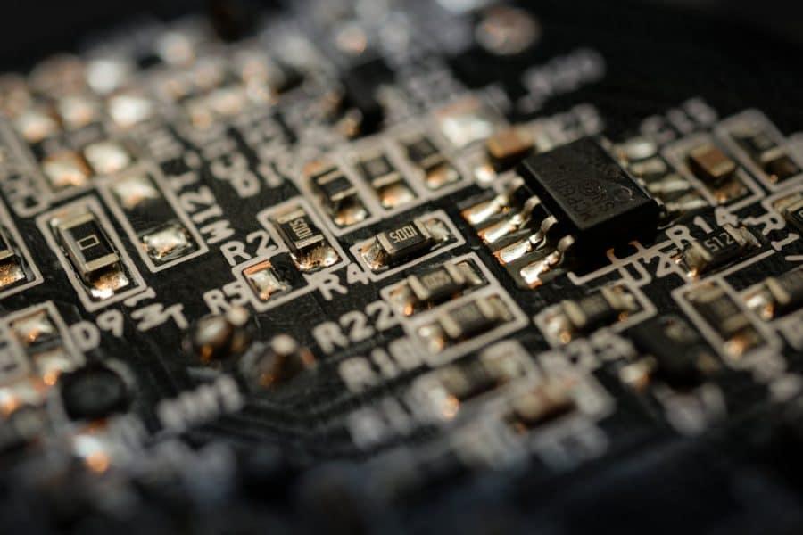 Intel affronte ses concurrents et lance sa gamme de smartphones pliables