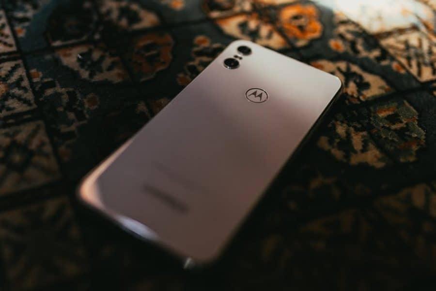 Motorola juste après Samsung sur le marché des smartphones pliables